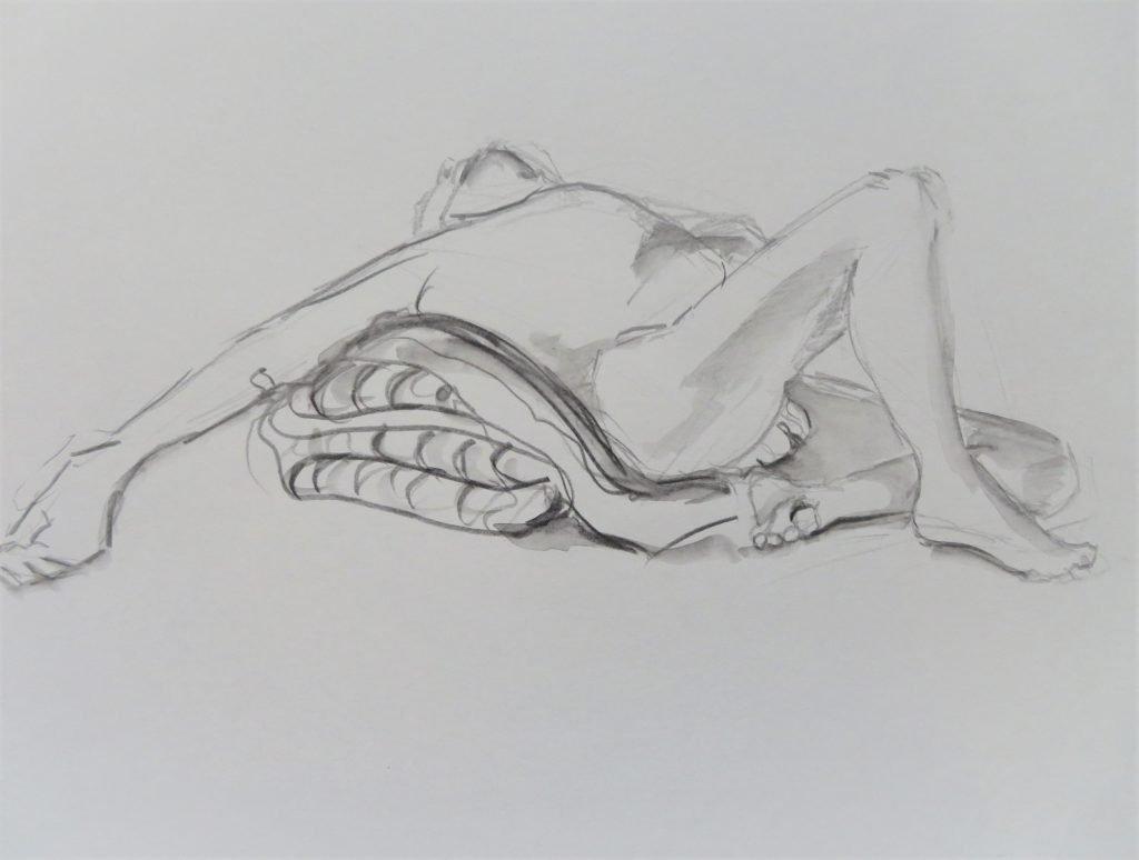 schets aquarelpotlood mannelijk naaktmodel liggend op stapel kussens