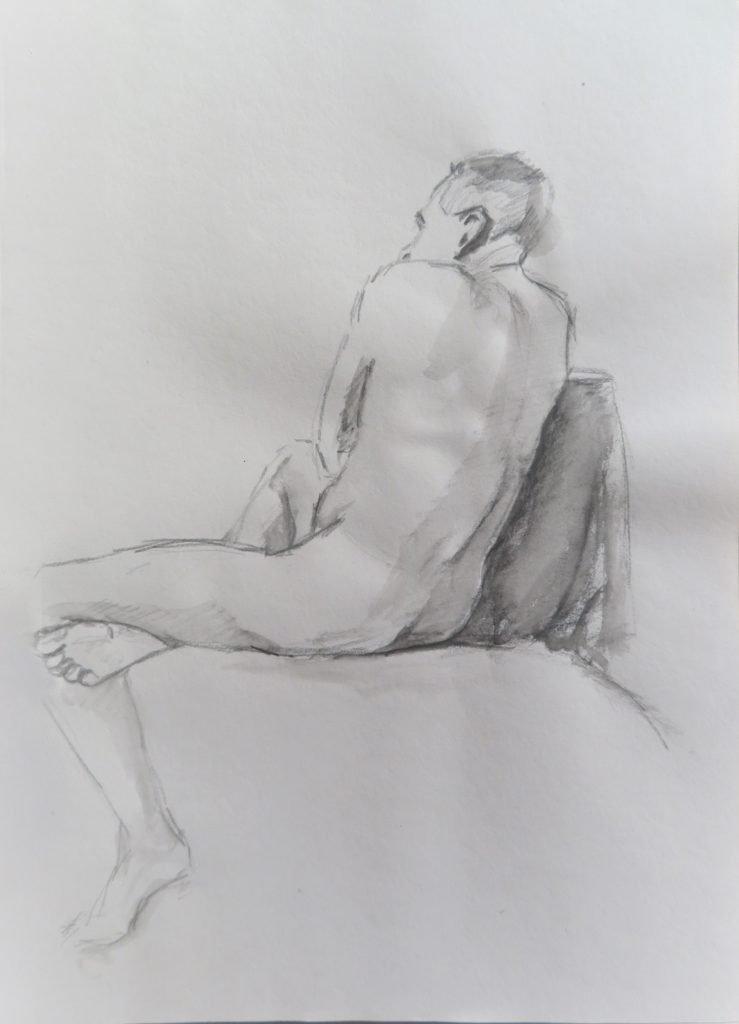 schets aquarelpotlood van zittend mannelijk naaktmodel op de rug gezien