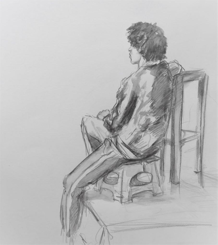schets met aquarelpotlood van jongen zittend op krukje en leunend op grotere kruk